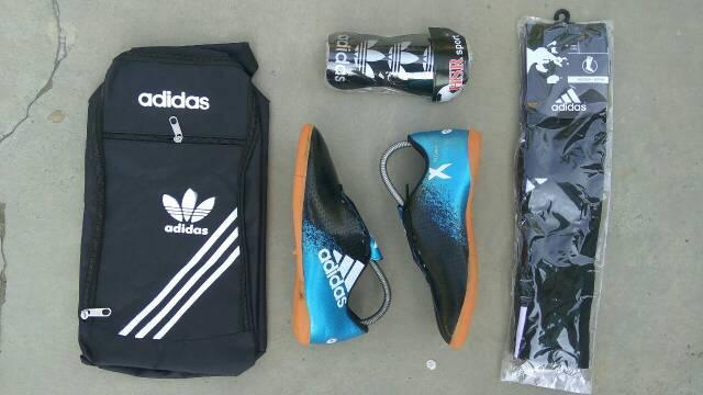 Sepatu futsal anak paket komplit ( sepatu,tas,deker & kaos kaki )