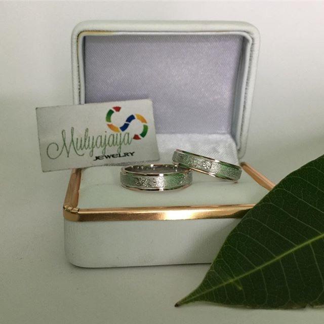 Cincin Kawin Couple Tunangan Custom Emas Perak Palladium Platinum