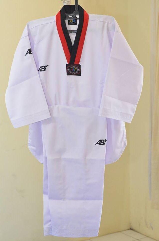 Baju Seragam Dobok Taekwondo Kerah Merah Hitam Poom AB Champion