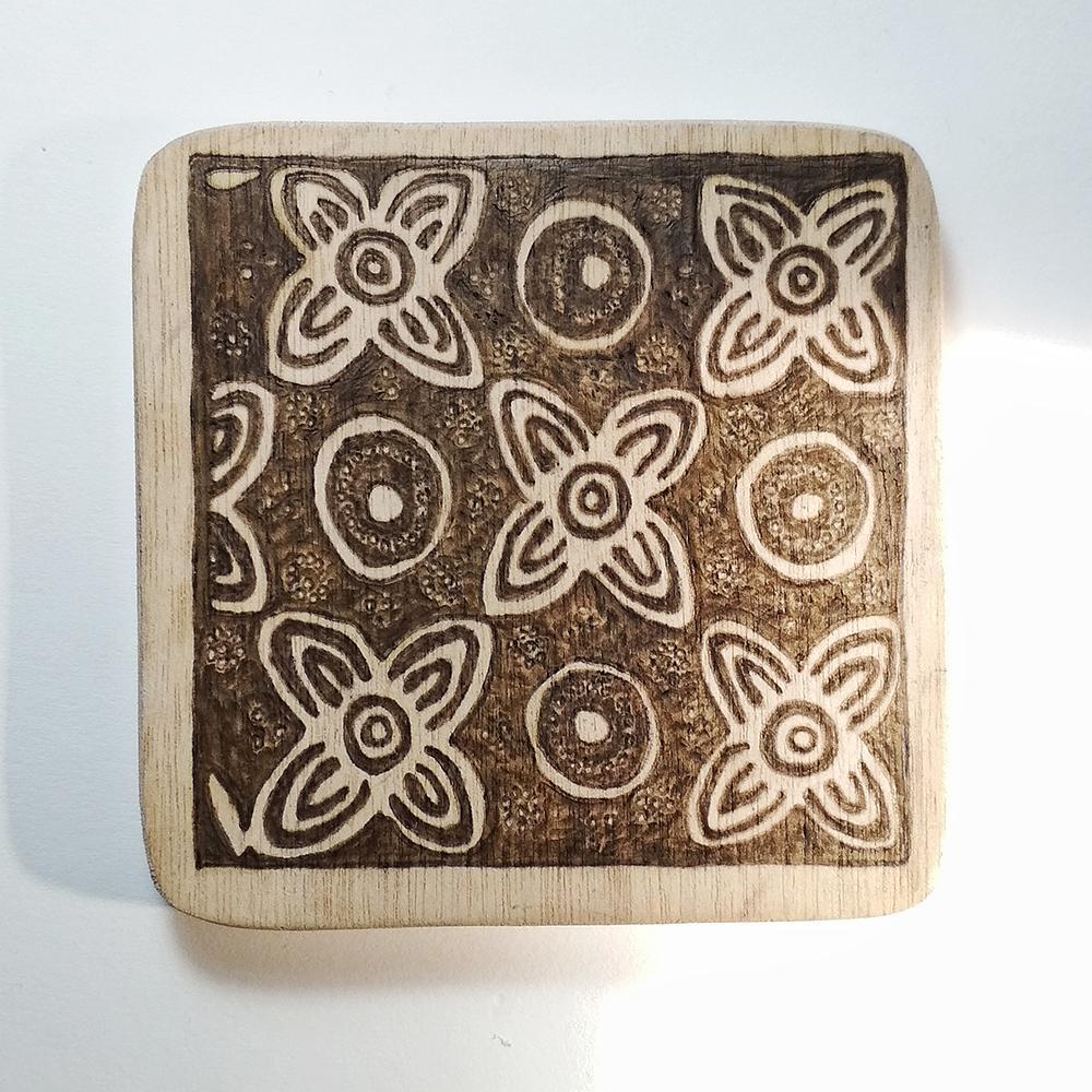 Nayoh - Tatakan Gelas Kayu Pyrography Motif Batik Grompol