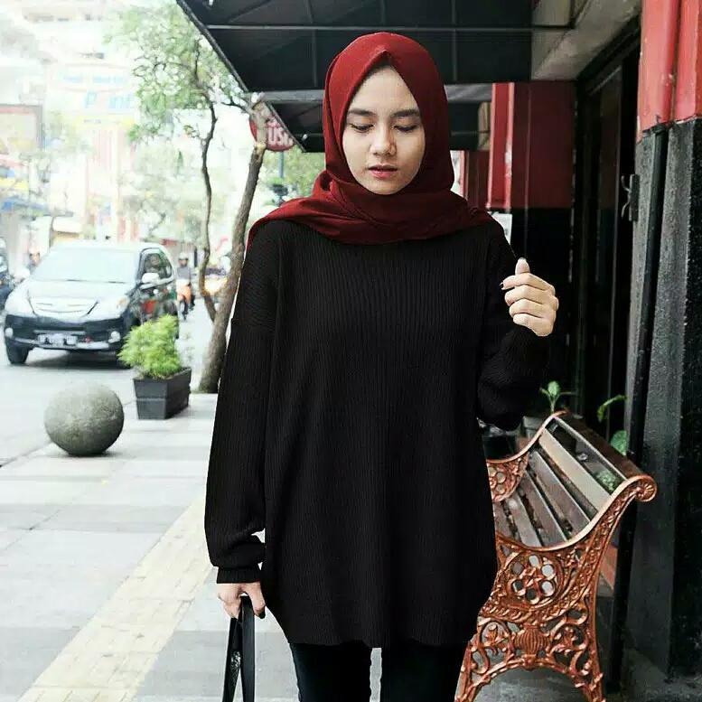 Sweater Rajut Wanita Boxy Hitam