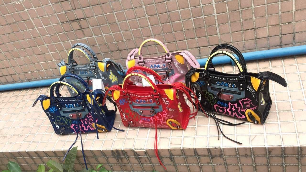 Tas Cewe Wanita Branded Balenciaga Graffiti Classic City  Abuabu Muda ASLI Import