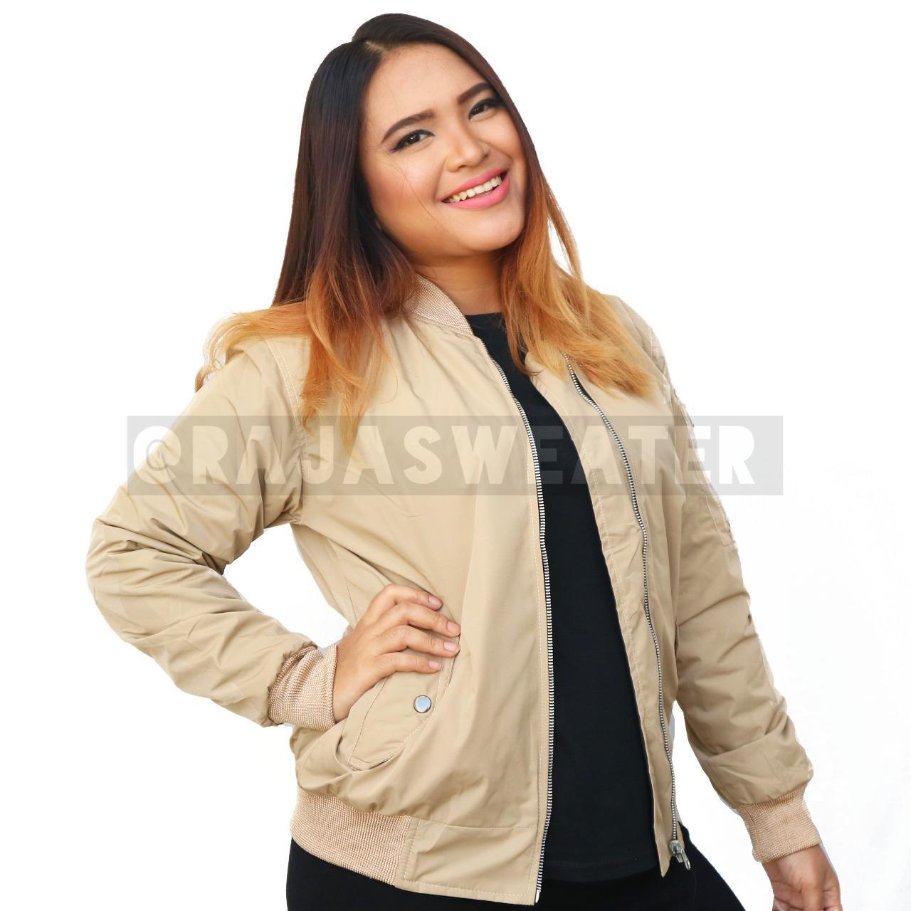Jaket Bomber Krem Wanita Terbaru - Jaket Parasut Terbaik - Jaket Kekinian  dengan Harga PROMO! a57c38ed14