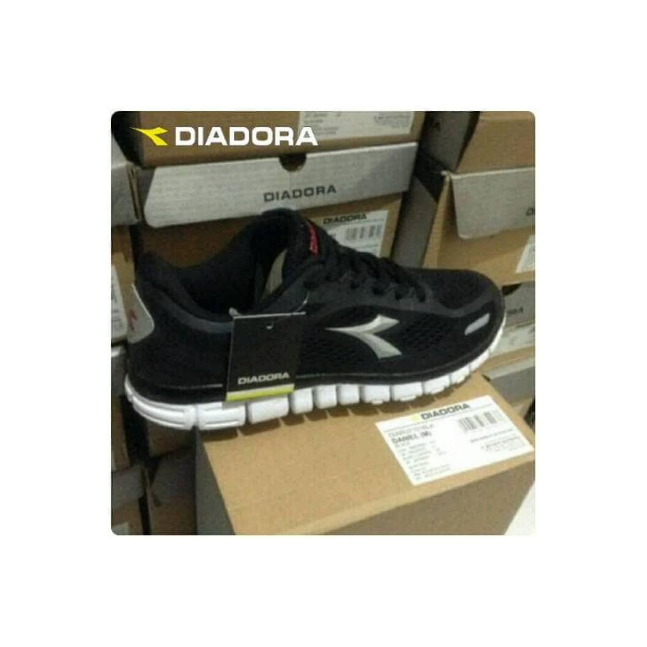 sepatu running diadora black original