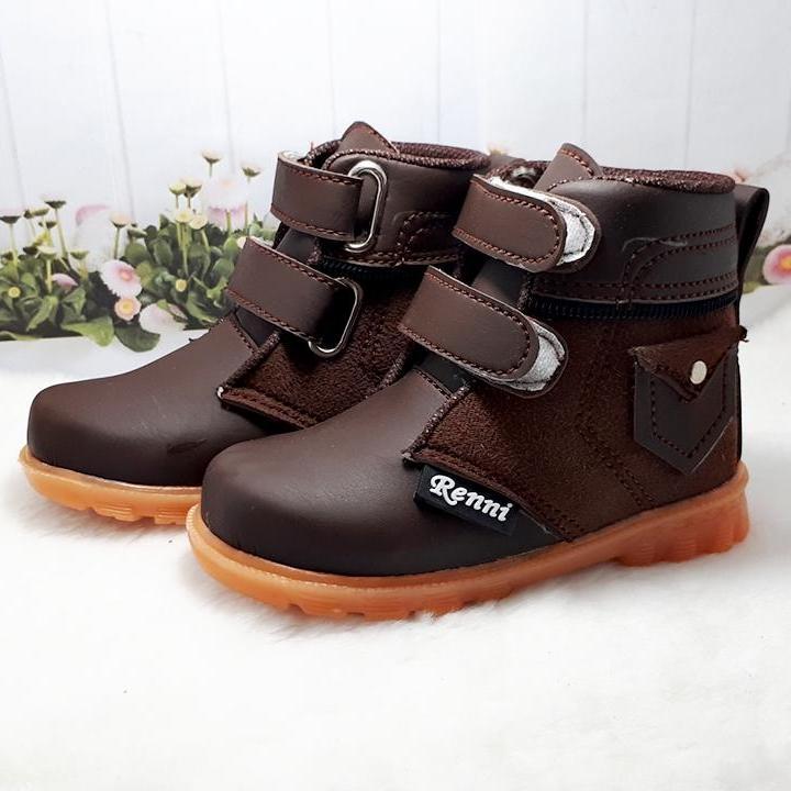 Sepatu Boots Anak Laki-Laki Motif Kantung Perekat By Renni Collection.