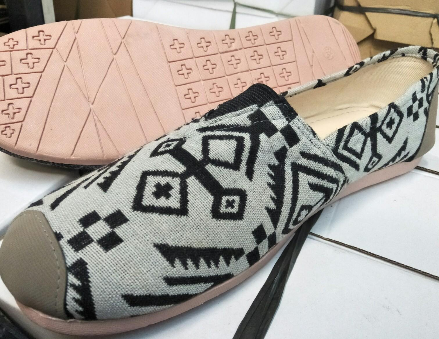 Mz sepatu wanita flat shoes slip on sejenis wakai abu-abu