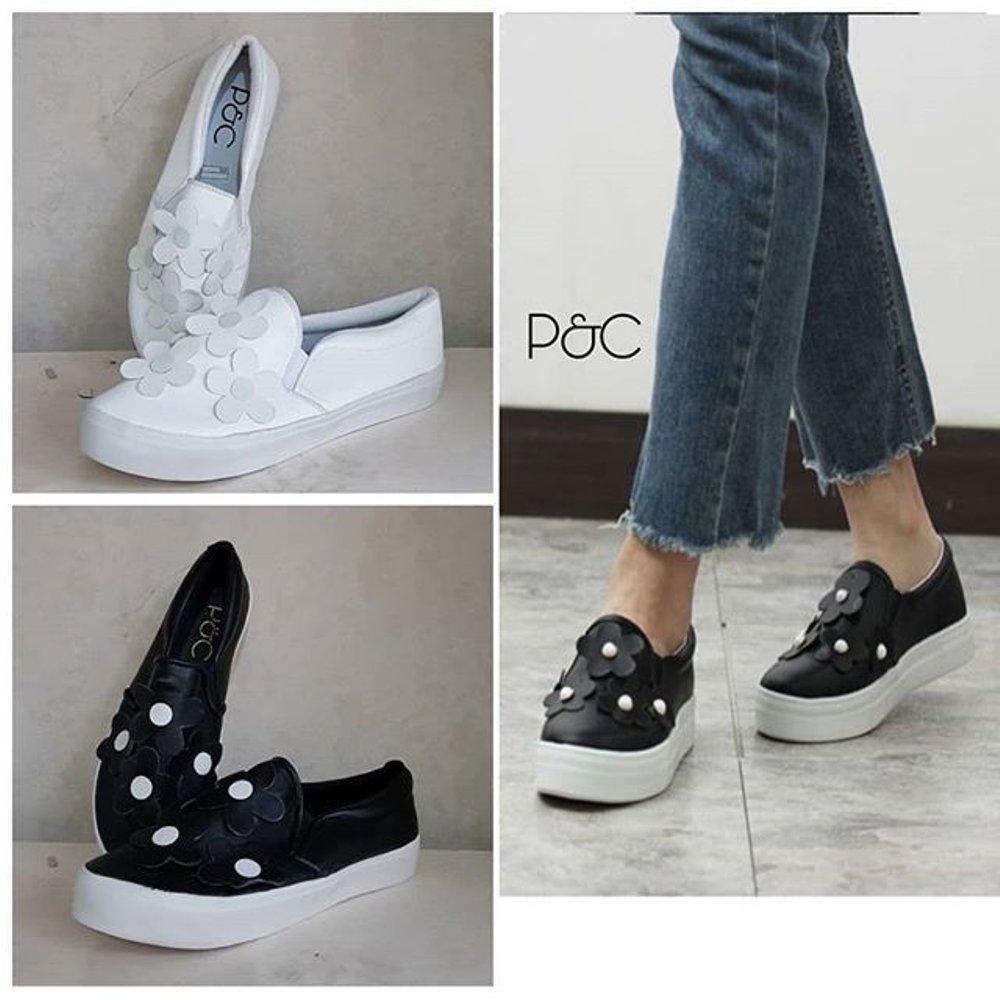 Sepatu murah REALPICT Sepatu Wanita Sneakers bahan Semikulit Motif Bunga Timbul Ready Warna Hitam &