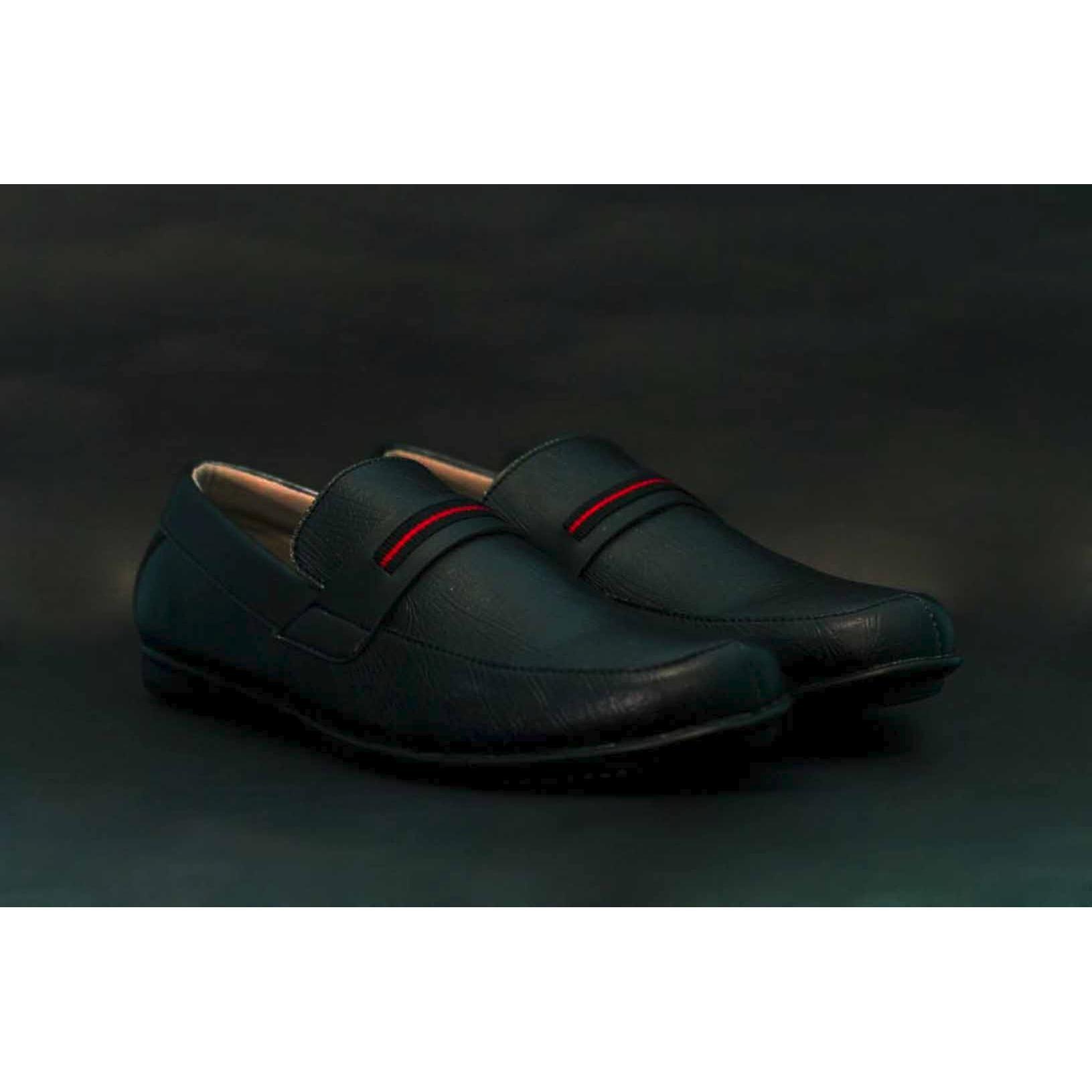 sepatu slop pria bahan suede premium buat santai / casual model slip on cocok for kerja formal kerja kantor