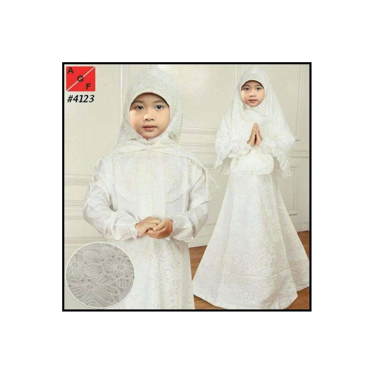 Busana Muslim Gamis Putih untuk Anak Kecil Perempuan dan Remaja.