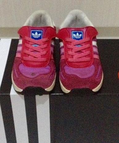 Sepatu anak bekas