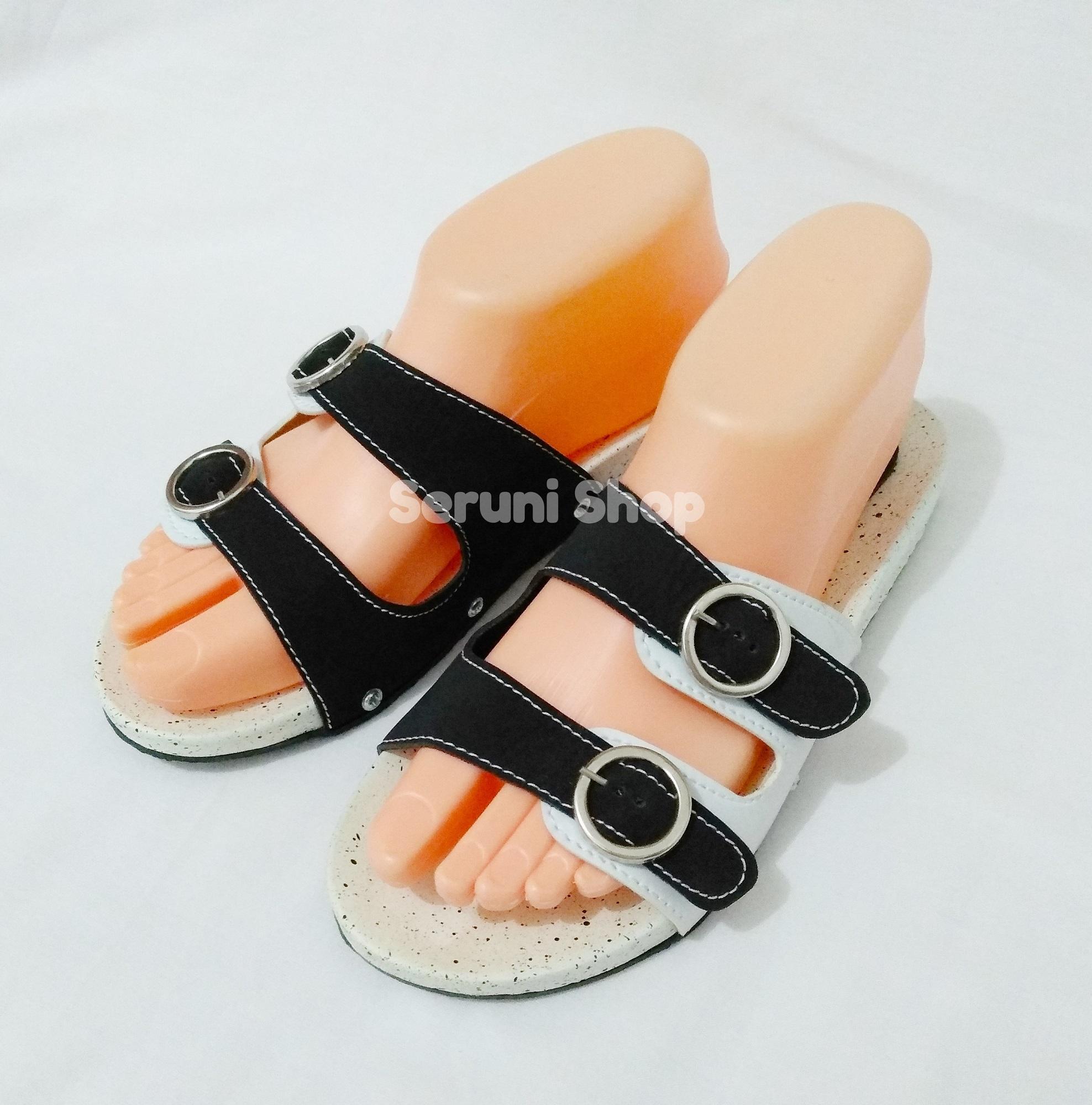 Seruni Flat Sandals Gesper 2 Tali Kokop Black