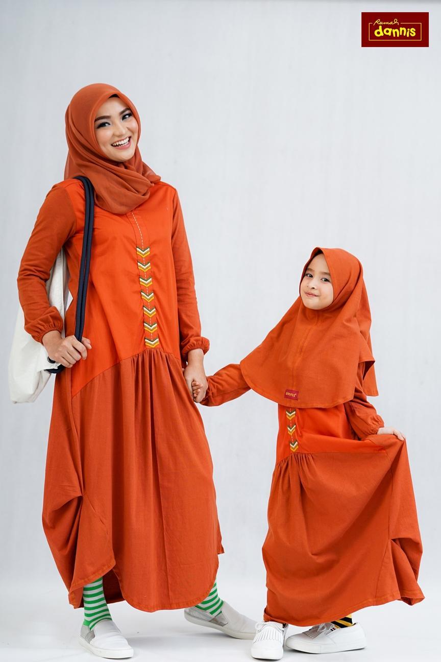 Abaya Dannis Baju Muslim Sarimbit Lazy Wear Season 2 - Orange - Kombinasi Kaos