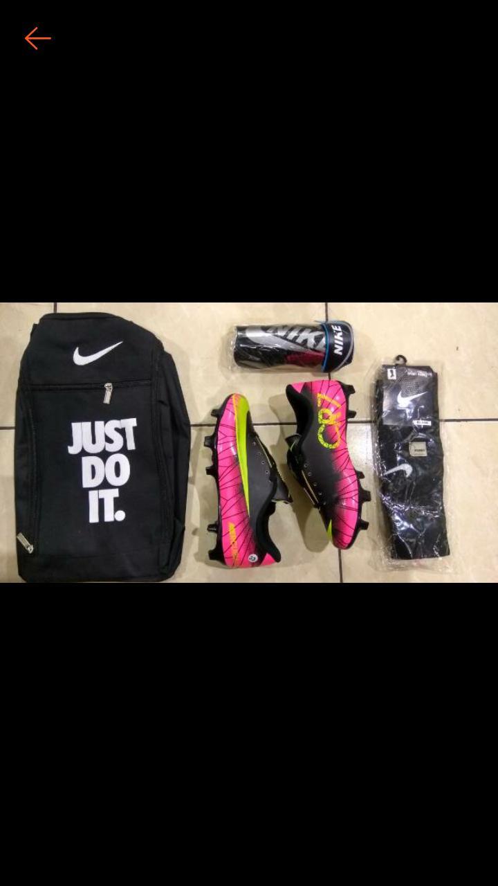 Paket komplit sepatu sepak bola anak