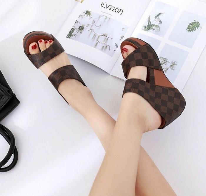 SANDAL WEDGES LV US49 COKLAT - Wedges - Aksesoris Wanita Terlaris - Sepatu Wanita Murah dan Kece - Fashion Wanita Terbaru - Sepatu Slip On Terbaru - Sepatu Wanita Cantik