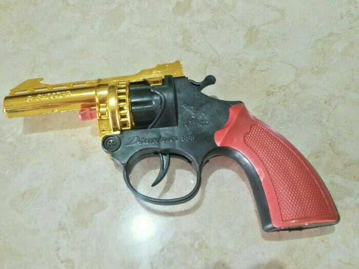 pistol dompis untuk tembak tembakan suara nyaring tidak berbahaya