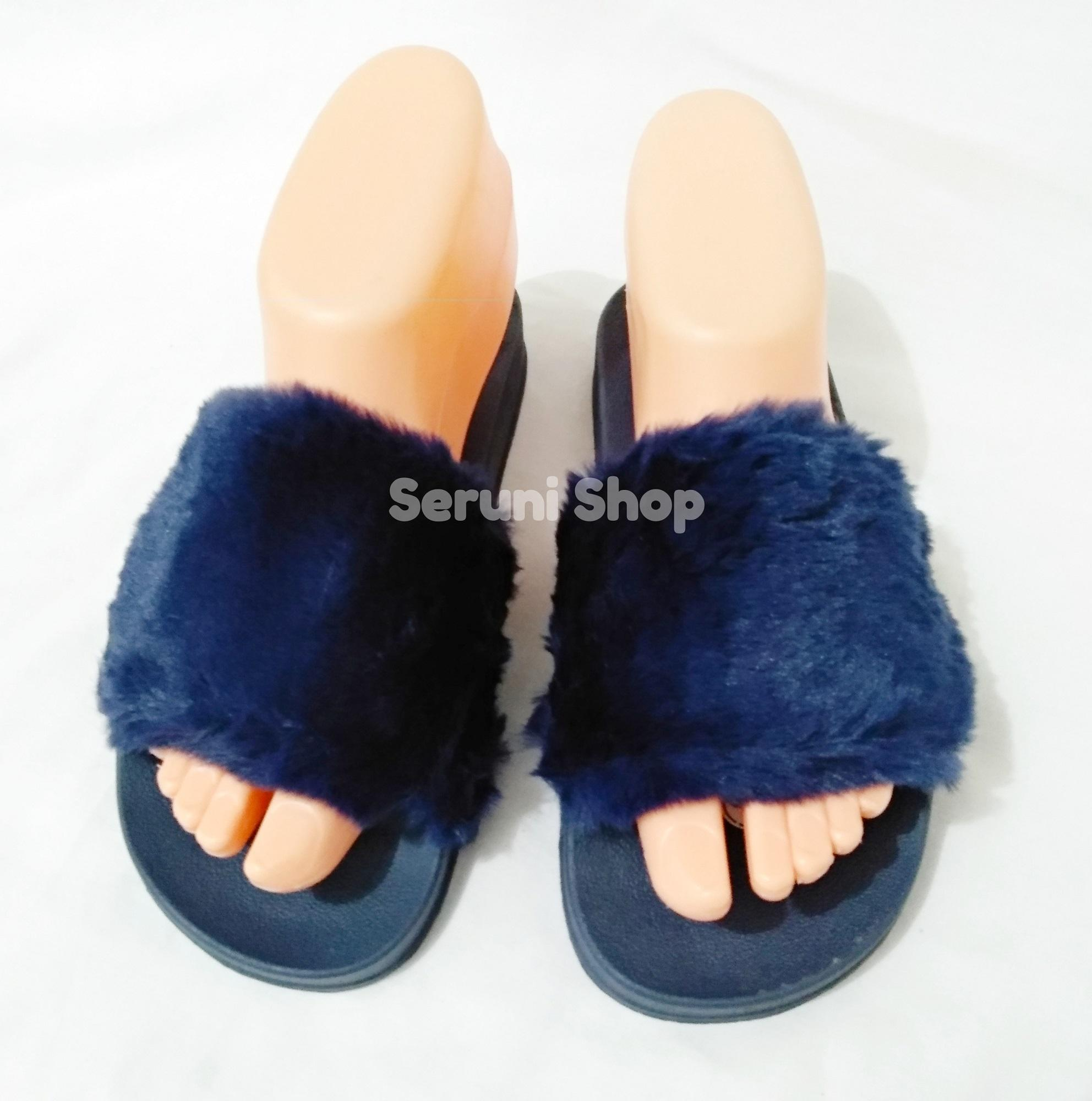Seruni Love Sandal Bulu Biru Navy