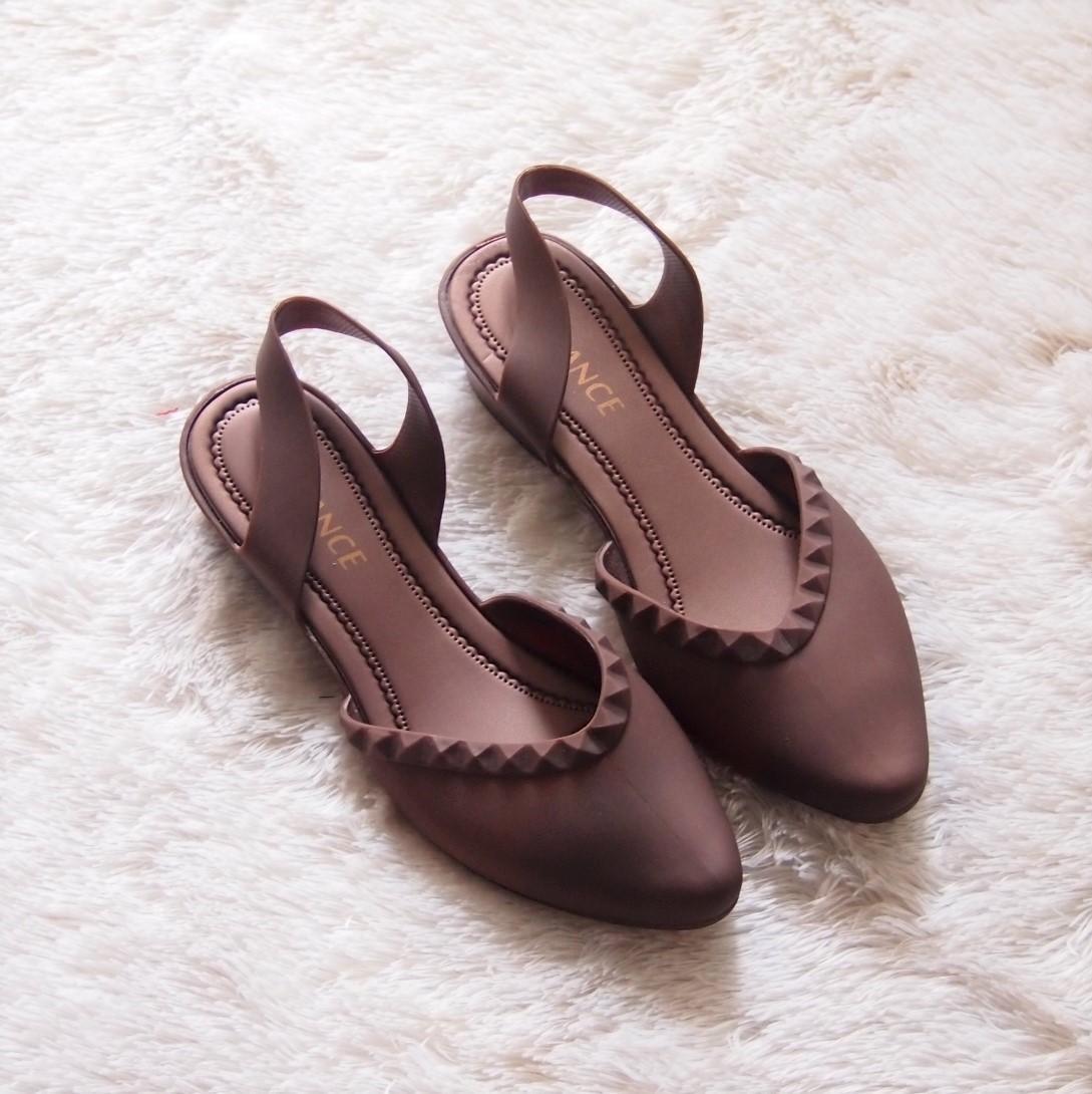 Daftar Harga Sepatu Wanita Tali Belakang Terbaru Bulan November Wedges Moca Flat Shoes Jelly Balet Tinggi 3 Cm L608 Warna Random
