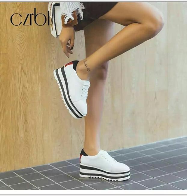 Sepatu Boots Wanita / Boots Korea Wanita Warna Putih Garis2 HitamBest Quality