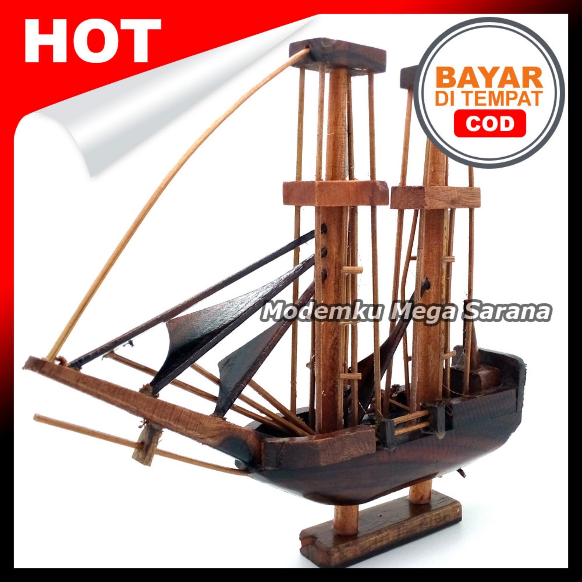 Kerajinan Jogja Miniatur Kapal Prau Pinisi Kayu  23x21x4 cm