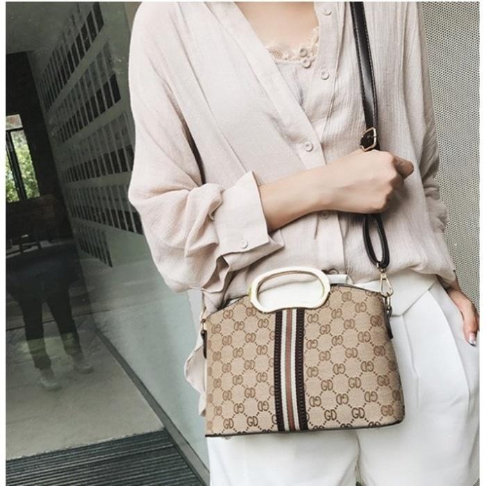 Diskon 10%!! Tas Totebag Kotak Selempang List Emas Cantik Unique Fashion Uniqlo Jpn - ready stock