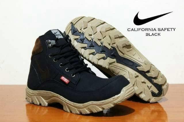 sepatu boots safety Nike tracking california hitam kerja proyek hiking  touring lapangan ujung besi 960933a60f