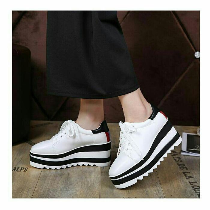 Boots / Sneakers / Slip on / Sepatu Wedges Wanita Adriana SDS239 Putih