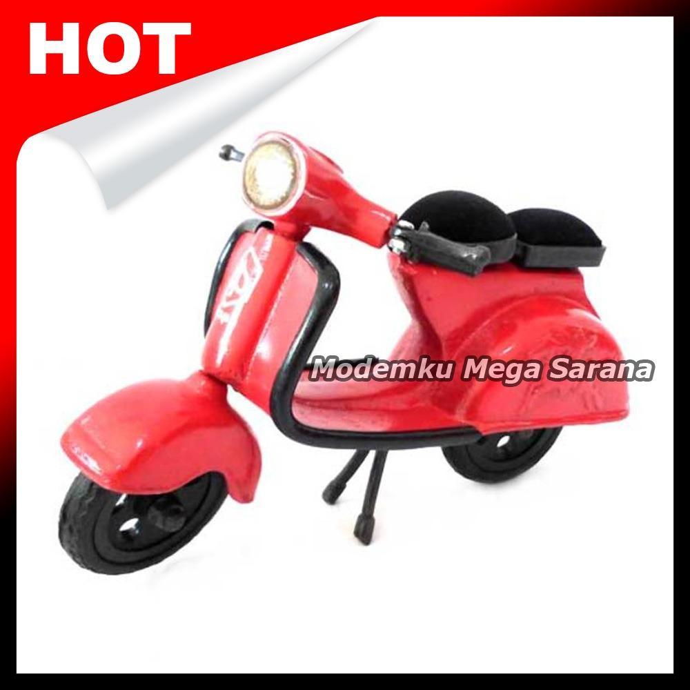 Miniatur Motor Vespa Unik 24x15x11cm - Merah