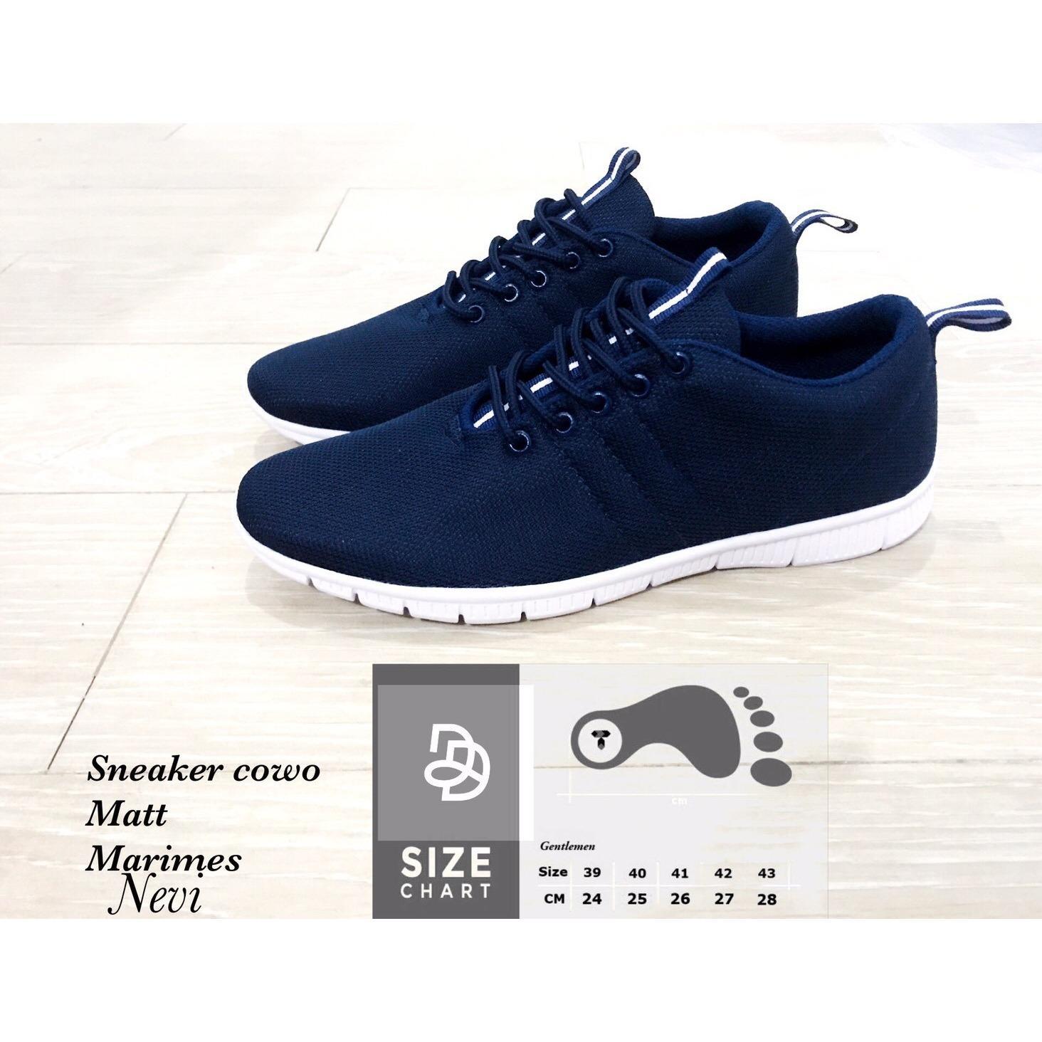 Sepatu sneaker pria navy
