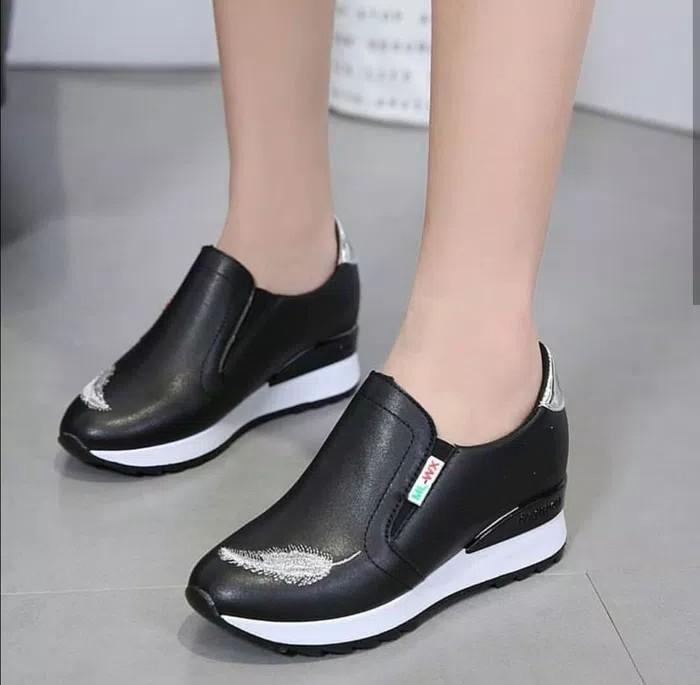 Spatu Sneakers Corak Bulu Ayam HS