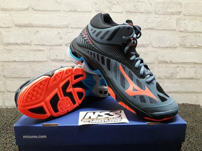 Coba Bandingkan Barang Sepatu Volly Mizuno Wave Lightning Z Mid ... 6fcb388a10