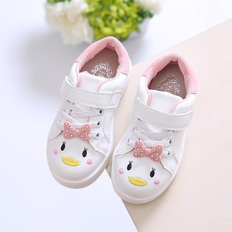 Anak prempuan sepatu olahraga 2019 model baru musim semi anak-anak Pijakan  empuk Kartun modis 825f505ca1