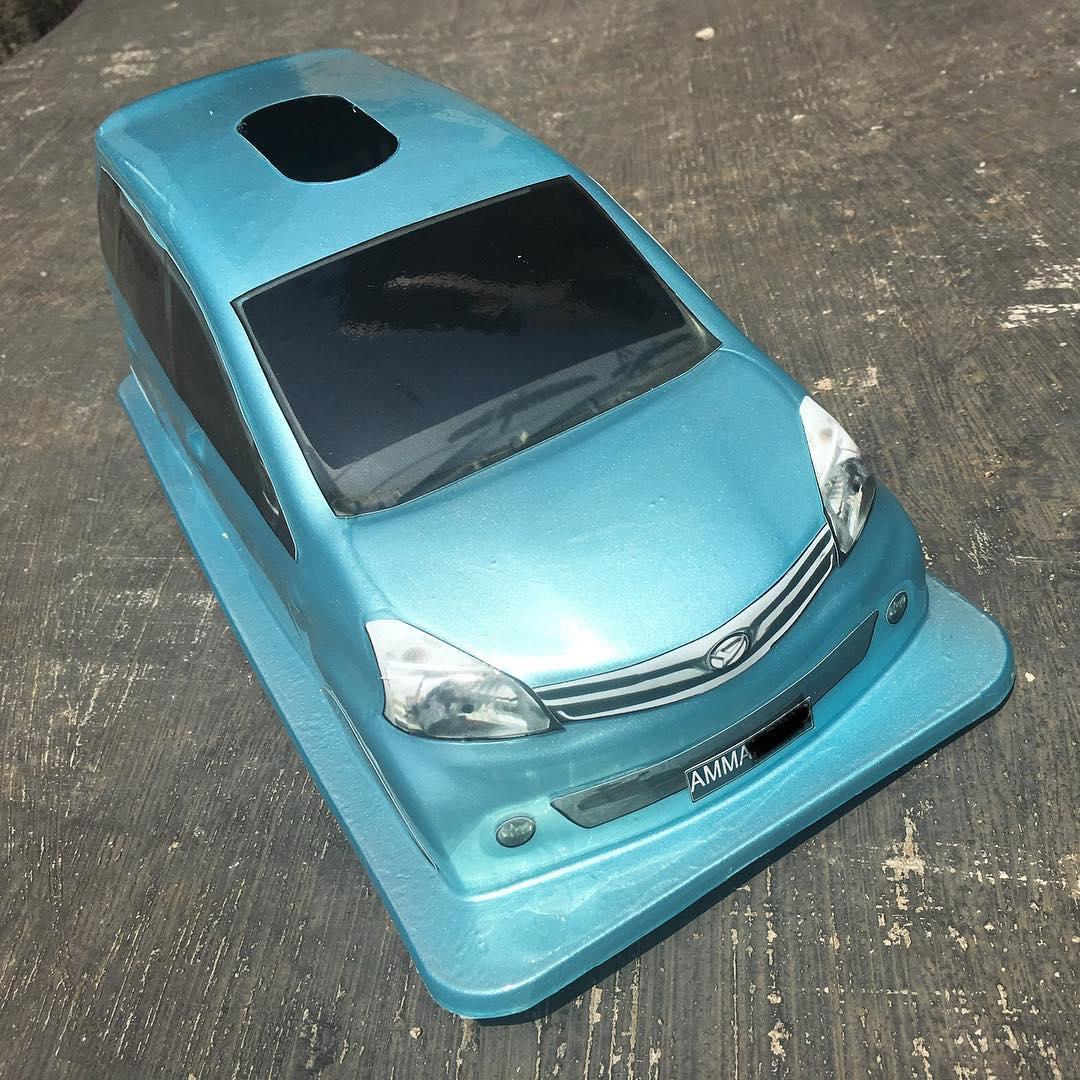 Tempat Tisu Mobil Miniatur Daihatsu Xenia