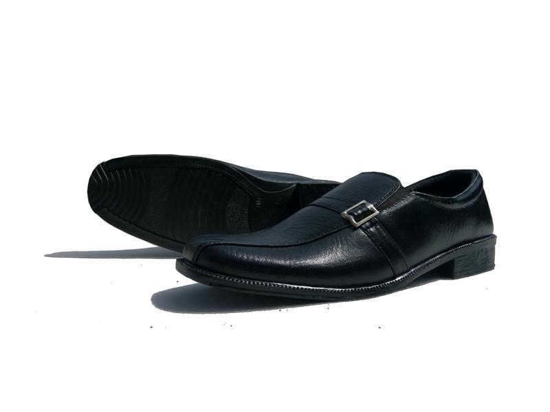 Akas 68  / fashion pria / sepatu / sepatu pria / sepatu cowo / sepatu cowok / sepatu formal pria / sepatu kerja / sepatu formal pria / sepatu kerja pria / sepatu formal pria / sepatu murah /sepatu pantofel pria-hitam