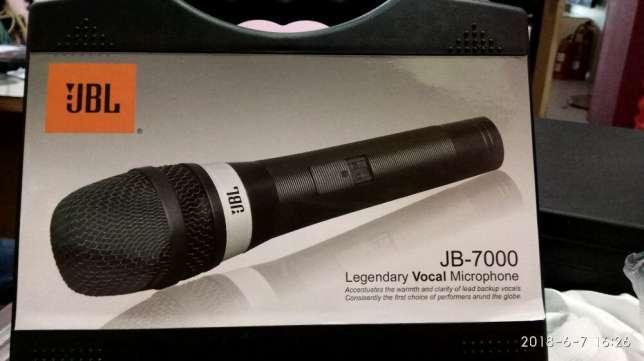 JBL Microphone Kabel JB-7000 Super Body Besi -Hitam dilengkapi koper