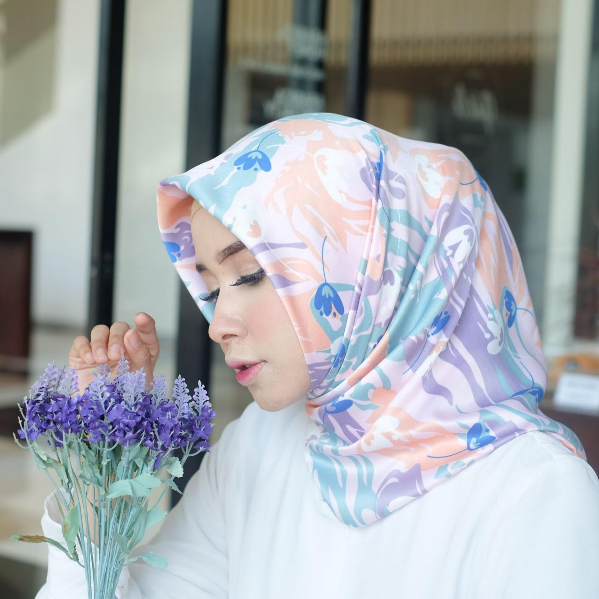 Hijab - Kerudung Segi Empat - Velvet Silk - Zalora / Jilbab