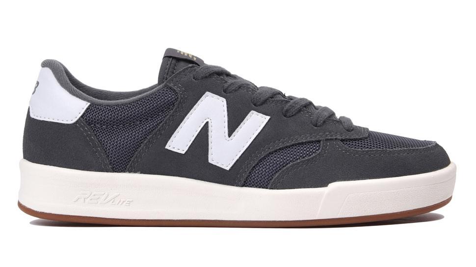 New Balance WRT 300 COURT Sepatu Olahraga Wanita - Hitam 775a79fbe4
