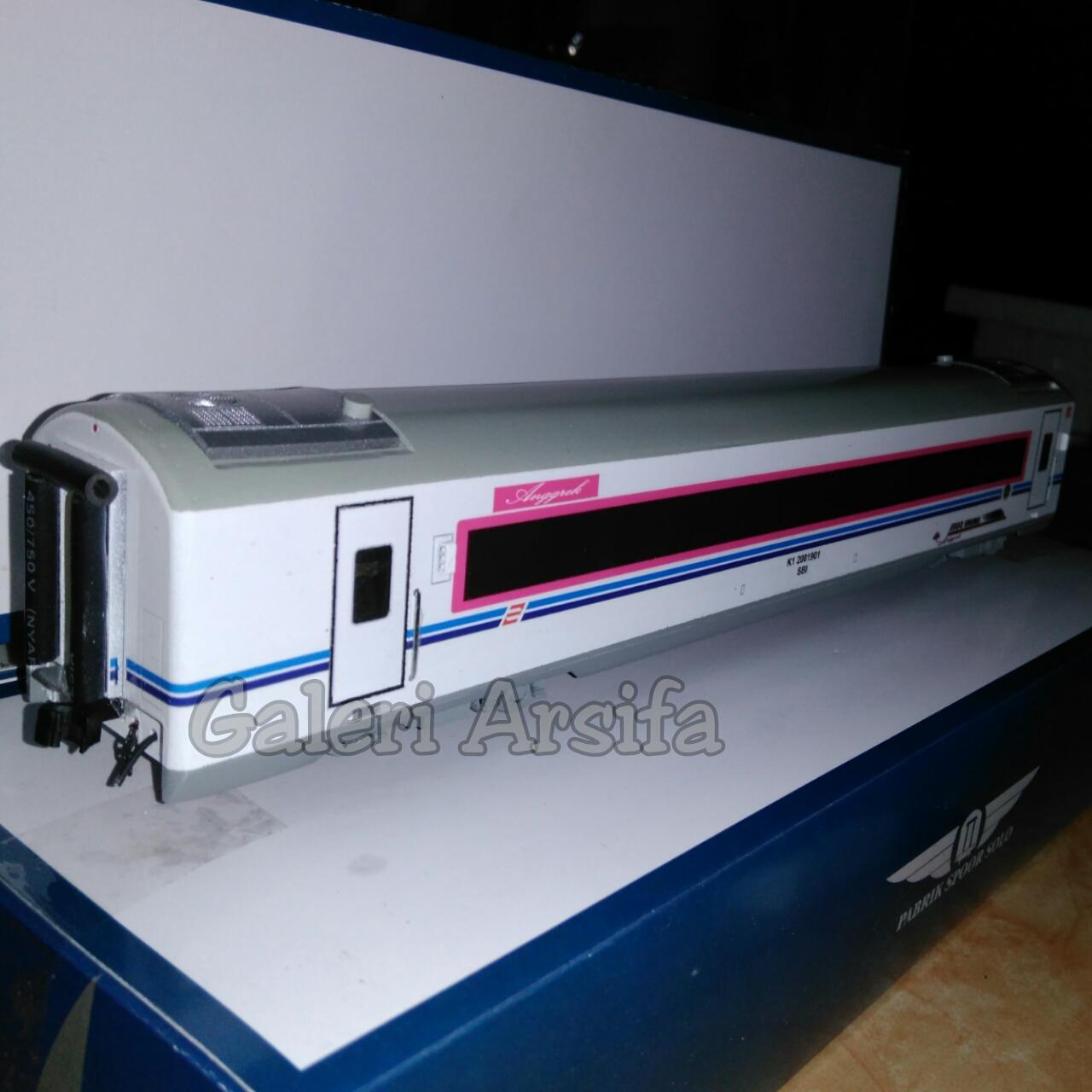 Miniatur Kereta Penumpang kelas Eksekutif Argo Bromo Pabrik Spoor Solo