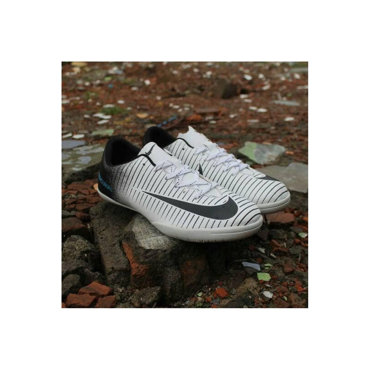 Sepatu NIKE MERCURIAL FUTSAL Warna Hitam Putih Murah Kualitas Bagus