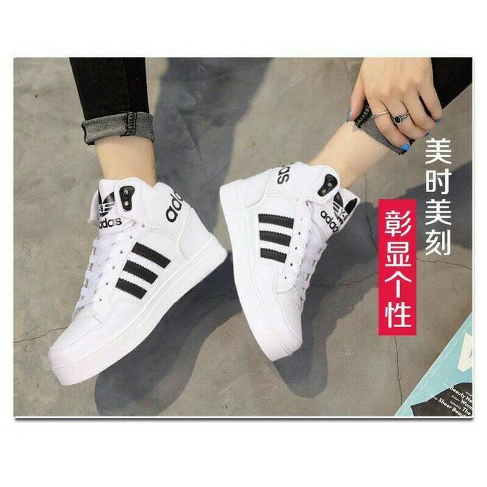Sepatu wanita/ sepatu kets boots adidas