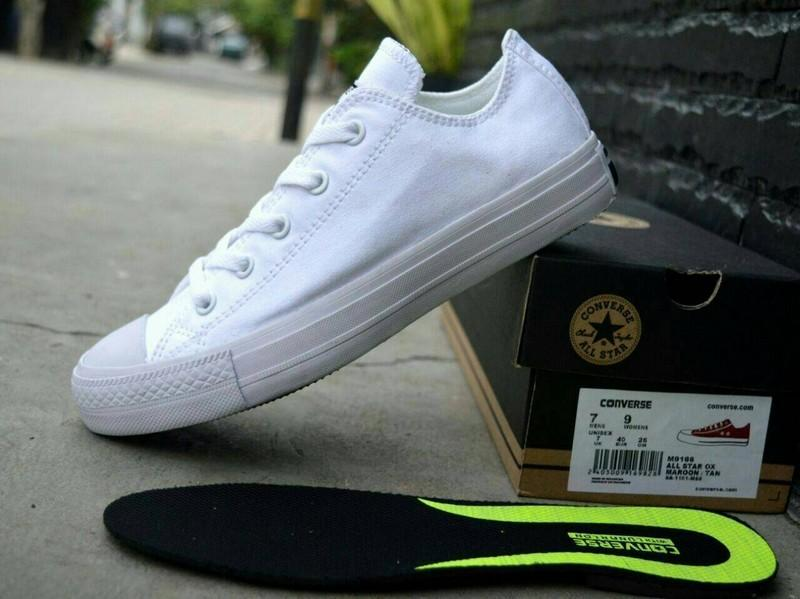 Converse Chuck LOW Taylor All Star Classic Colour High Top Sepatu Sneakers  - WHITE - Putih fb6152fc48