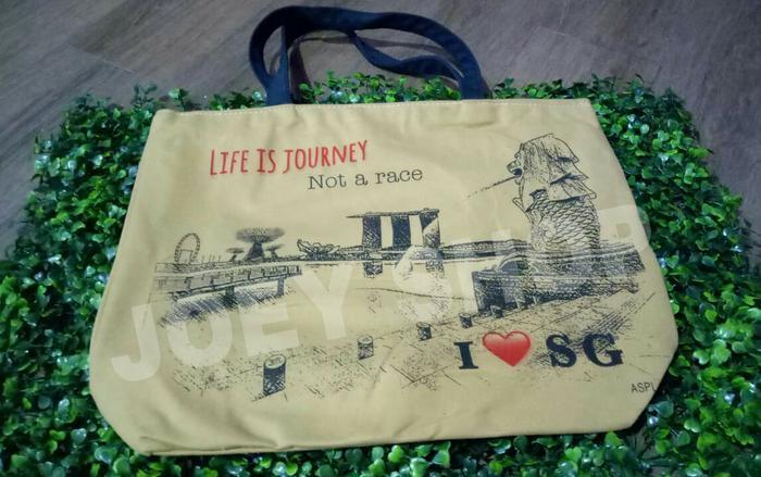 PROMO!!! Tas Souvenir oleh oleh Singapore Life is Journey warna coklat - d7Hb6l
