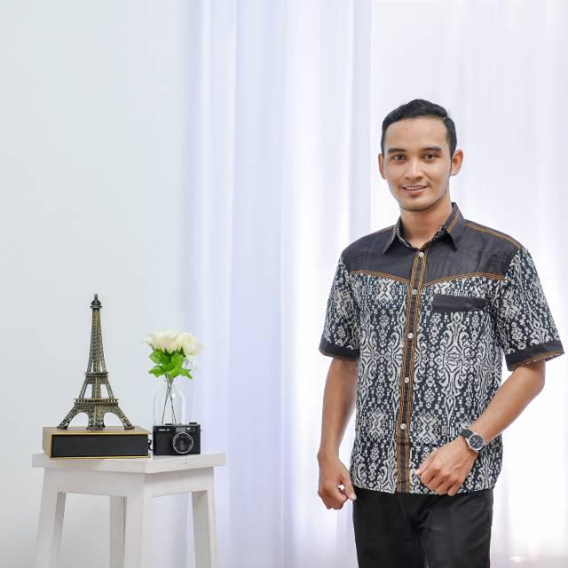 Batik - Kemeja Batik Pria Kombinasi Denim / Kemeja Batik Lengan Pendek / Hem Batik Pria / Hem Batik Denim / Baju Batik Jeans / Batik / Kemeja Batik / Fashion Pria / Pakaian / Pakaian Pria / Kemeja Pria / Hem Batik Modern / Batik Modern / Batik Jeans
