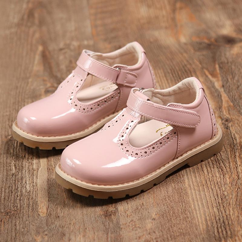 Anak prempuan Sepatu Kulit 2019 model baru musim semi Gaya Korea sepatu putri Anak Balita dan Diatas Balita stiker hitam Sepatu Klasik sepatu kacang polong sepatu lapisan tunggal