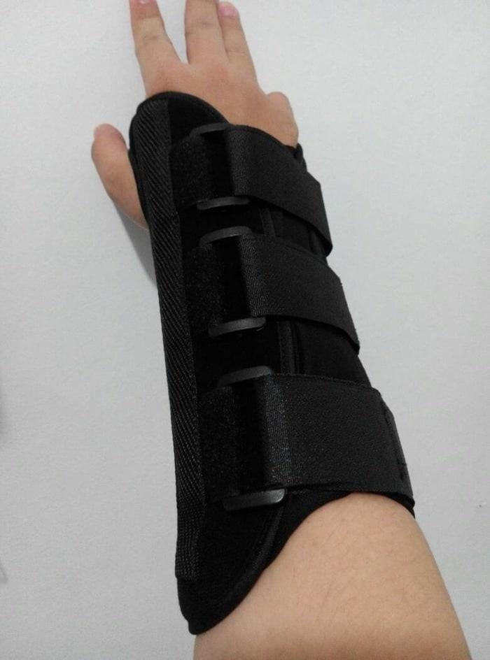 BEST SELLER - Sarung Tangan Cedera Patah Tulang Sedang M 15.5-17.5cm Plat Besi