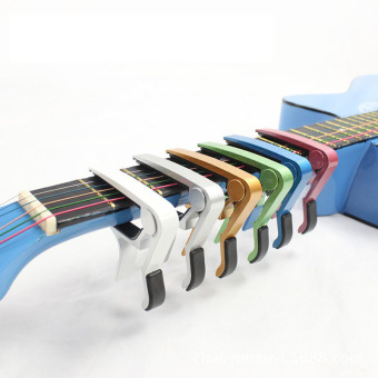 ... Perubahan cepat membengkokkan kunci pemicu Capitol untuk akustik listrik gitar klasik hitam International