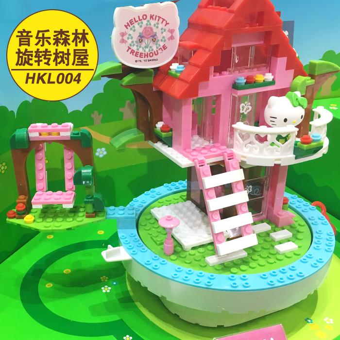 Hello Kitty dimasukkan blok bangunan plastik dirakit