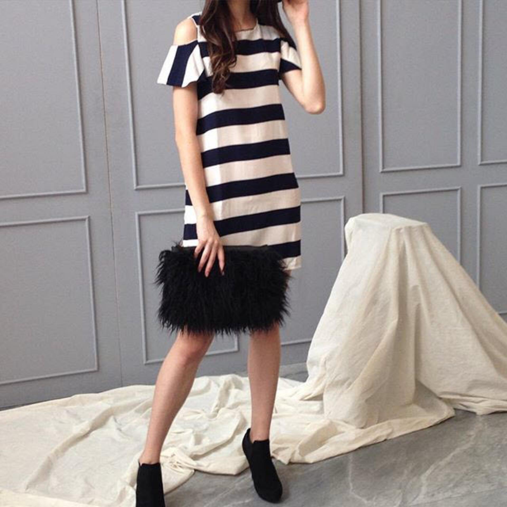 Flash Sale Flavia Store Dress Lengan Pendek Pundak Bolong Salur FS0083 - HITAM PUTIH / Gaun