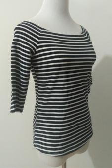 Belanja murah Hitam dan putih strapless baru bergaris legging kemeja bottoming pakaian (Hitam dan putih bergaris warna 1*0.5) Perbandingan harga