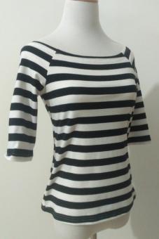 Daftar Harga Hitam dan putih strapless baru bergaris legging kemeja bottoming pakaian (Hitam dan putih bergaris warna 2*2*2*2) Bandingkan Toko