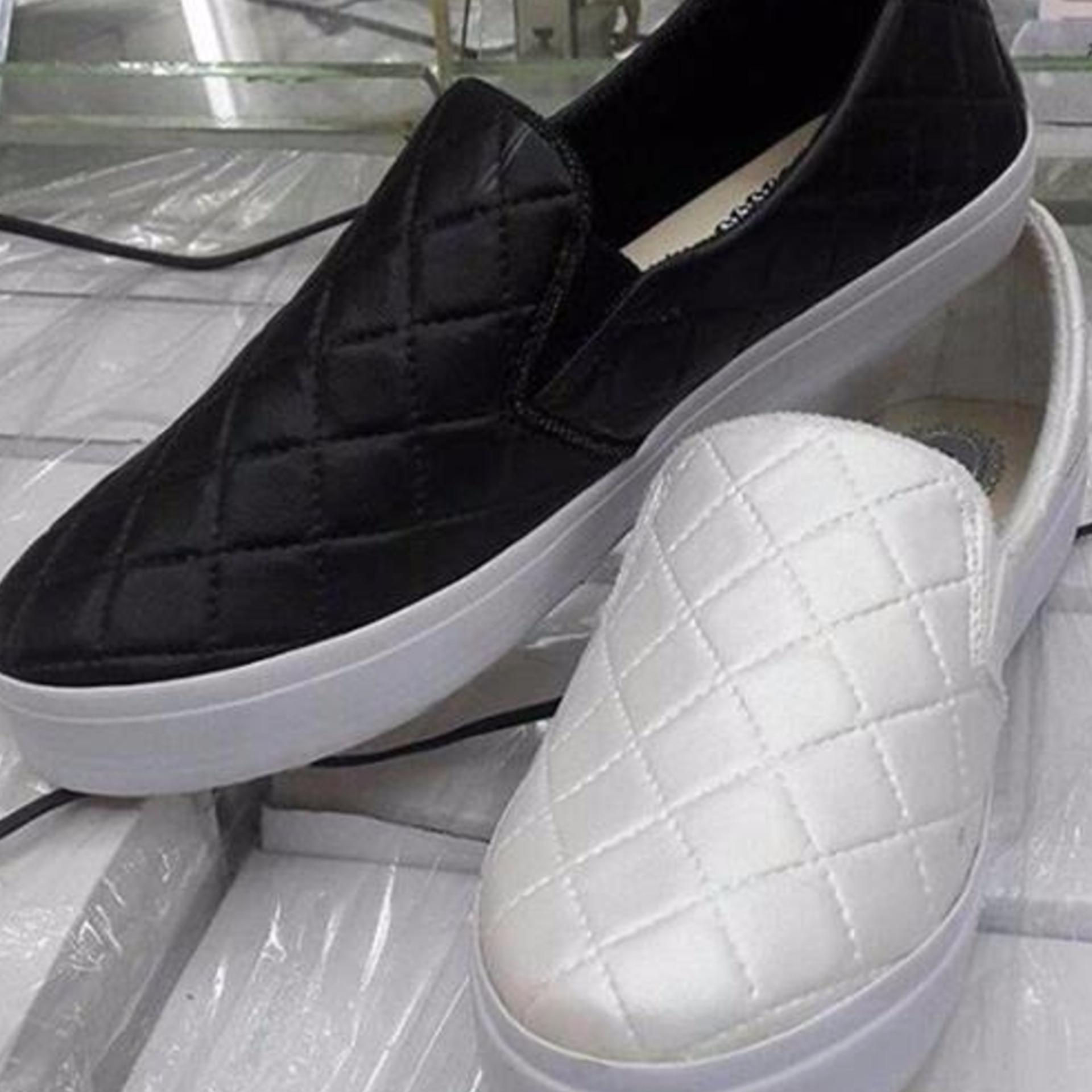 Labelledesign Sepatu Wanita POXING LOPPI - HITAM .